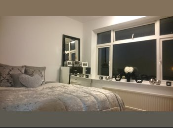 EasyRoommate UK - Modern Double Room in 3 Bed House inc ALL Bills, wifi & Off Street Parking Available NOW - Limbury, Luton - £450 pcm