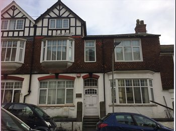 EasyRoommate UK - Addison Road Houseshare  - students - Plymouth, Plymouth - £83 pcm