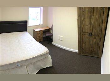 EasyRoommate UK - Recently refurbished house, close to Wolverhampton centre - Wolverhampton, Wolverhampton - £299 pcm