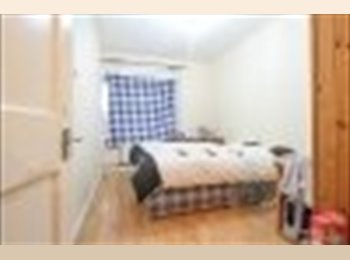EasyRoommate UK - 2 bed flat to let - Elephant and Castle, London - £1,800 pcm