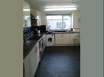 EasyRoommate UK - Best Professional House in Farnborough!! - Farnborough, Hart and Rushmoor - £550 pcm