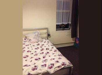 EasyRoommate UK - Double room 1 min from DLR city airport  - North Woolwich, London - £460 pcm