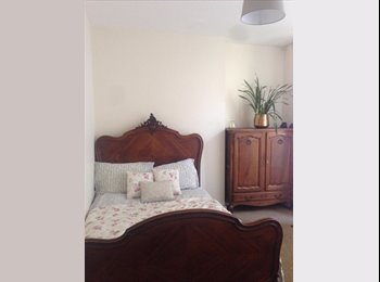 EasyRoommate UK - Bright Spacious Double Room Near Hove Stn 575pcm Bills Included - Hove, Brighton and Hove - £575 pcm