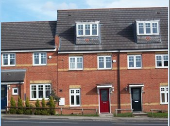 Professional Houseshare Newton Le Willows