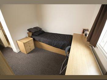 EasyRoommate UK - Single en-suite bedroom at MSV South for 99ppw - Rusholme, Manchester - £396 pcm