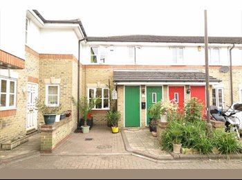 EasyRoommate UK - Lovely double bedroom to rent in a gated development close to the City!!! - Bermondsey, London - £740 pcm