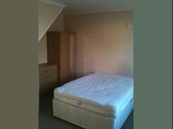 EasyRoommate UK - Big Double room for rent for £440 pcm - Feltham, London - £440 pcm