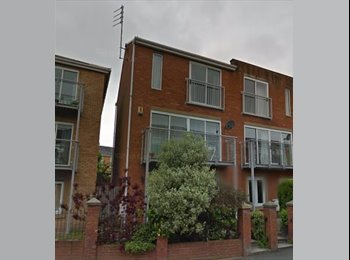 EasyRoommate UK - Room to let in fabulous Townhouse - Hulme, Manchester - £425 pcm