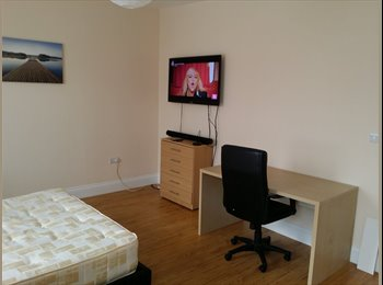 EasyRoommate UK - Specious Double Room in 4 Bedroom House in Ilford - Ilford, London - £680 pcm