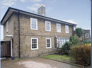 EasyRoommate UK - Wonderful stone dockers cottage in Isle of Dogs - Tower Hamlets, London - £514 pcm