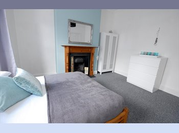 ***EXECUTIVE ROOM IN HIGH SPEC HOUSE SHARE***