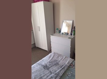 EasyRoommate UK - DOUBLE ROOM AVAILABLE FOR STUDENT - Kedleston, Derby - £299 pcm