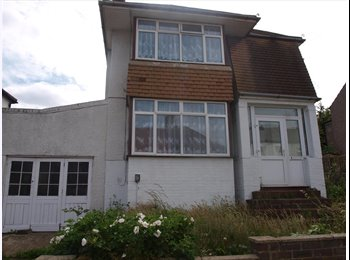 EasyRoommate UK - Large double room in spacious detached house - Belvedere, London - £550 pcm