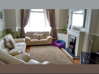 EasyRoommate UK - Double bedroom in lovely spacious terrace  - Roath, Cardiff - £400 pcm