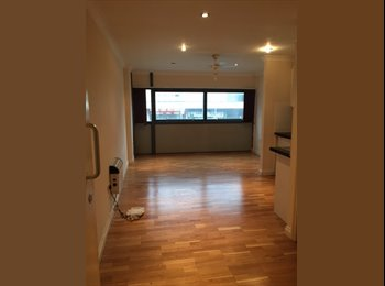Studio Flat To-Let in Town Centre