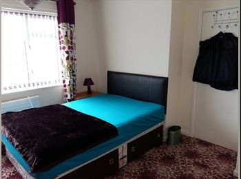 EasyRoommate UK - ROOM TO SHARE  - Holbrooks, Coventry - £350 pcm