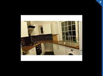 EasyRoommate UK - Beautiful large rooms across wembley /kingsbury - Kingsbury, London - £520 pcm