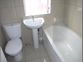 EasyRoommate UK - 2 Rooms in Professional Clean House - Claremont, Manchester - £258 pcm