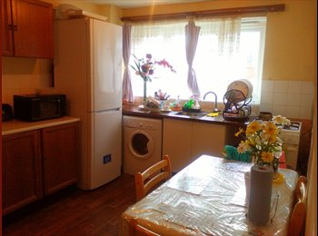 EasyRoommate UK - Double bedroom with bill included £575 - North Woolwich, London - £575 pcm