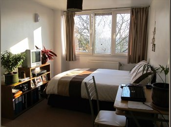 EasyRoommate UK - Spacious double room near Central Line all bills included - Woodford Green, London - £585 pcm