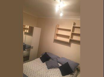 EasyRoommate UK - Double Room to rent in Creekmoor  - Creekmoor, Poole - £400 pcm
