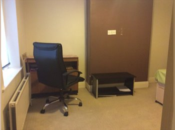 Large double bedroom in a furnished house to share. £325...