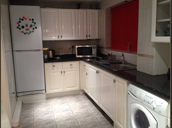 EasyRoommate UK - 3 light airy rooms available in newly refurbished house with garden - Harrow, London - £475 pcm