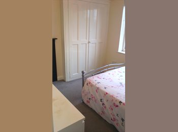 EasyRoommate UK - Room available asap - Wakefield, Wakefield - £320 pcm