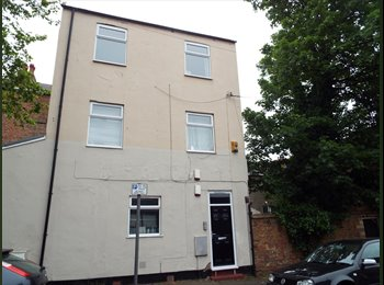 EasyRoommate UK - A lovely spacious four double bedroom apartment - £75pppw - Nottingham, Nottingham - £300 pcm