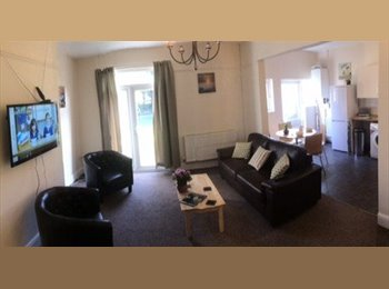 EasyRoommate UK - Professional house share in Birchgrove double room - Whitechurch, Cardiff - £420 pcm