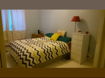 EasyRoommate UK - Double Bedroom close to King's Theatre , SOUTHSEA - Southsea, Portsmouth - £450 pcm