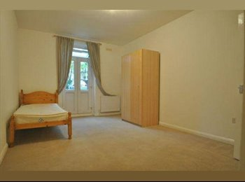 NO DEPOSIT-- LOVELY DOUBLE ROOM---EALING BROADWAY---