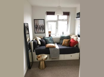 EasyRoommate UK - Single bedroom available from February 22nd 2016 in freshly refurbished flat - Chalk Farm/Camden Tow - Hampstead, London - £750 pcm