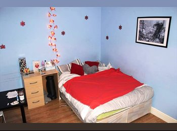 BIG FURNISHED ROOM AVAILABLE - 715£ ALL IN per month -...