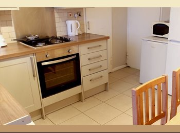 EasyRoommate UK - 4 Rooms in Spacious Flat With Balcony - Paddington, London - £740 pcm