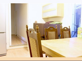 EasyRoommate UK - Cozy Bedrooms for Workers in a Spacious Apartment - South Kensington, London - £550 pcm