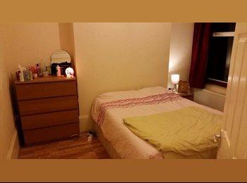 EasyRoommate UK - Short-let Double bedroom in Houseshare w/ garden - 120per week - Finsbury Park, London - £490 pcm