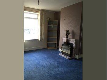 EasyRoommate UK - 2 BEDROOM FLAT IN DUDLEY FOR £525 - Gornalwood, Dudley - £520 pcm