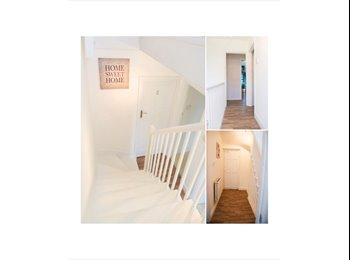 EasyRoommate UK - Colorful Rooms in 6 Bedroom Apartment - South Kensington, London - £828 pcm