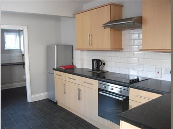 EasyRoommate UK - Superb Welcoming Town House in Excellent Location, Grimsby - £347 pcm