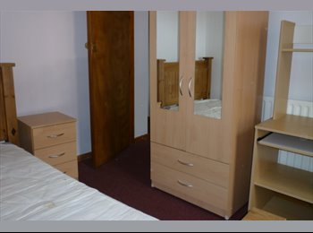 EasyRoommate UK - Excellent 5 bed house walking distance from Keele Campus - Newcastle-under-Lyme, Newcastle under Lyme - £220 pcm