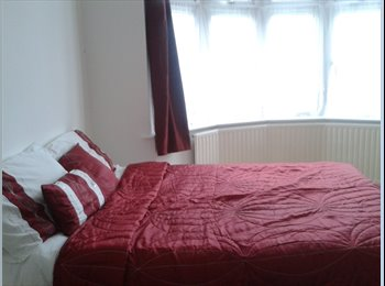 EasyRoommate UK - Beautiful large double room on ground floor - Chadwell Heath, London - £500 pcm