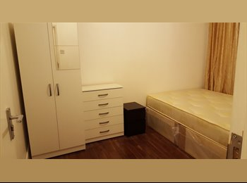 Superb newly refurbished double room in ZONE1, Aldgate...