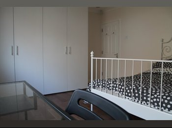 LARGE! Bright Dbl En Suite w/ own Lounge *ALL BILLS Inc in...