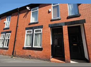6 BED STUDENT PROPERTY - 6 ROOMS AVAILABLE