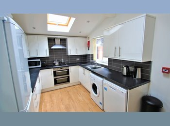 EasyRoommate UK - 6 BED STUDENT PROPERTY, FULLY FURNISHED. , Fallowfield - £478 pcm