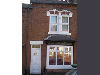 Lovely double room available in  house in Bearwood £360 p.m...
