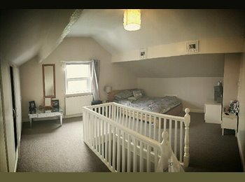 Large Room in Rothwell £400 Bills Included