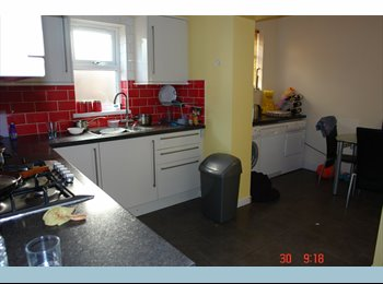 EasyRoommate UK - Double room to rent in Chadwell Heath.  - Chadwell Heath, London - £650 pcm