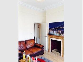Nice double room in 2 bedroom flat in Camden high street